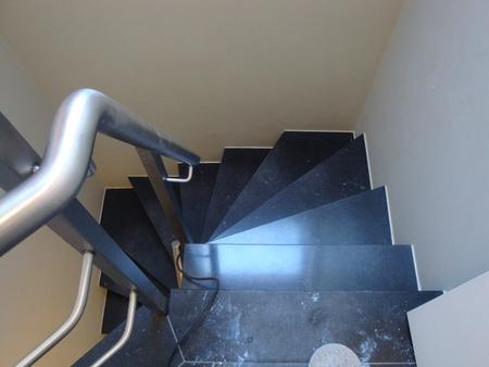 Gepolijste blauwe natuurstenen trap
