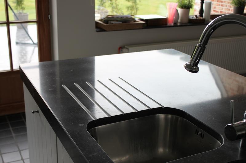 blauwe hardsteen aanrecht keuken donker verzoet