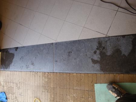 Arduinen inrit van garage met krassen van zand