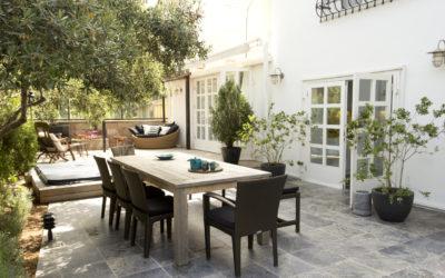 Uw terrastegels schoonmaken als een pro: 4 handige tips