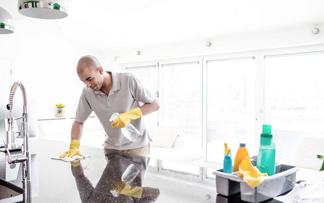 Grote lenteschoonmaak? Vergeet uw natuursteen niet te reinigen!