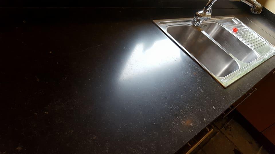 Keukenaanrecht na natuursteen renovatie