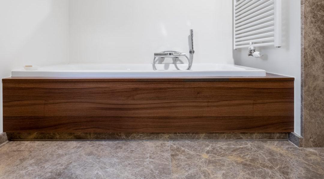 marmeren vloer met badkuip