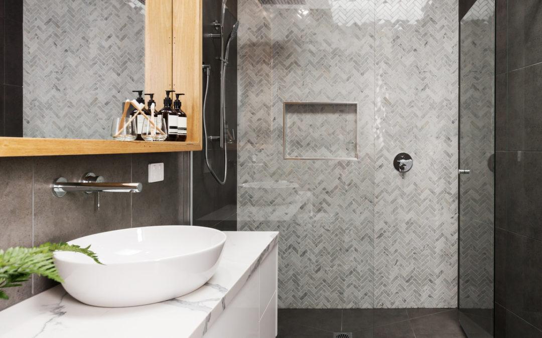 Het onderhoud van natuursteen in je badkamer